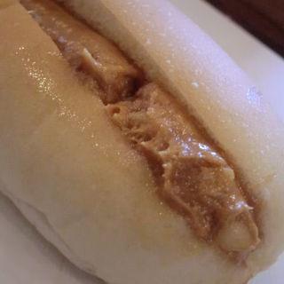 コッペパン(ピーナツバター)
