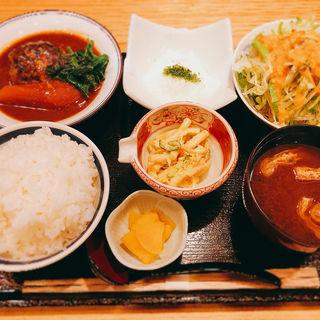 煮込みハンバーグ定食(京味 宇さ美 (キョウアジ ウサミ))