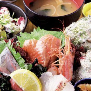 刺身定食(ご飯、味噌汁、小鉢、コーヒー付き)(山陰海鮮 炉端かば 丸の内店 )