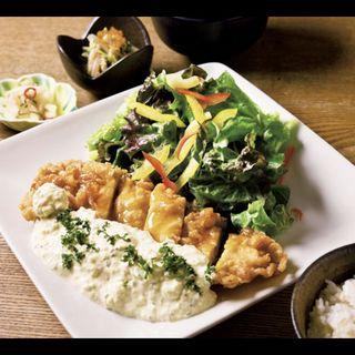霧島鶏のチキン南蛮御膳(ごはん、味噌汁、サラダ、小鉢、漬物付き)(宮崎料理 万作 )