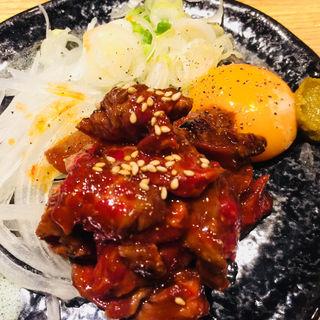 炙り牛ハラミユッケ(もつ焼き 煮込み 楓 )