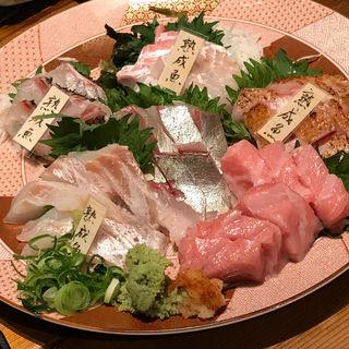熟成魚と明石直送新鮮魚のお造り盛り合わせ(鯛之鯛 難波店)