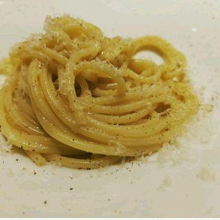 レモン香るチーズと胡椒のシンプルなパスタ(カチョエペペ)