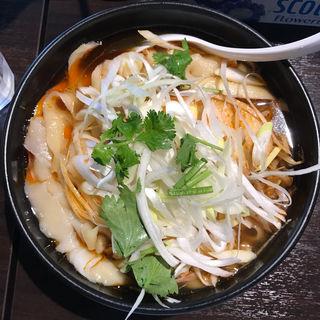 酸辣刀削麺(大盛り)(刀削麺 張家 麹町店 )