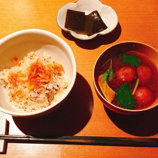 桜海老の炊き込みご飯となめこのお味噌汁(可不可KAFUKA TOKYO (カフカトーキョー))