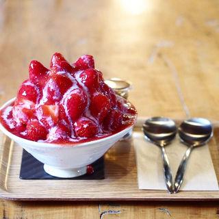 神出の苺かき氷(珈専舎たんぽぽ (こうせんしゃ たんぽぽ))