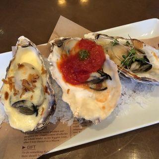 グリルオイスター3種盛り(ザオイスターバー コウベ (The Oyster Bar Kobe))