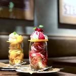 苺クリームパフェ/季節のマンゴーパフェ