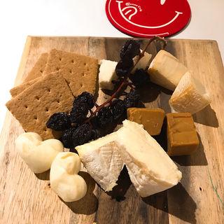 選べる3種のチーズ盛り合わせ(横浜チーズカフェ (ヨコハマチーズカフェ))