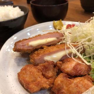 ハムチーズカツとから揚げ定食(燻製まるほ )