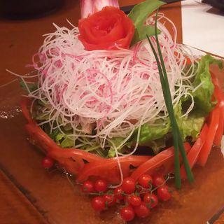 梅風味のささみサラダ(地鶏と個室居酒屋 近松 秋葉原店)