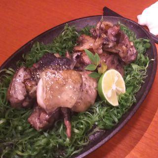 熟成鶏の炭火焼き(地鶏と個室居酒屋 近松 秋葉原店)