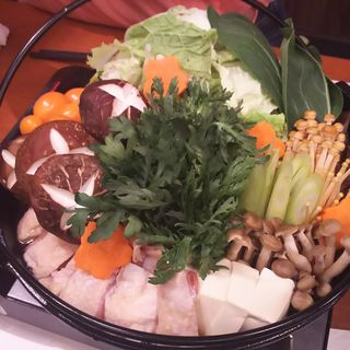 地鶏のすき焼き鍋(地鶏と個室居酒屋 近松 秋葉原店)