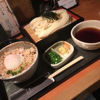 ざるうどん+鶏そぼろ丼 温玉のせ(千 (せん))