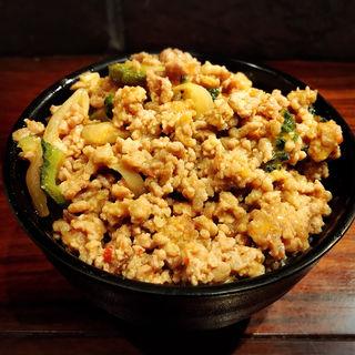 ゴーヤと挽肉の豚味噌丼(いが嵐倉庫 )