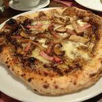 黒トリュフ入りキノコソースのPIZZA(ピッツェリア ダルセーニョ ドゥエ)