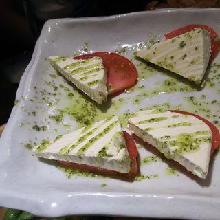 トマトとチーズのカプレーゼ(個室肉バル&チーズタッカルビ オルランド)