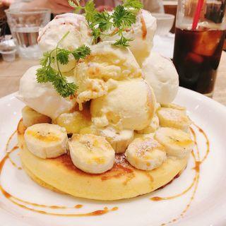 バニラ&ホイップ&バナナパンケーキチョコレートソースorキャラメルソース(カフェ アクイーユ マルイシティ 横浜 (café accueil Yokohama))