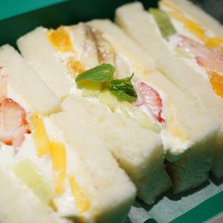 フルーツサンドイッチ(セントル ザ・ベーカリー (CENTRE THE BAKERY))