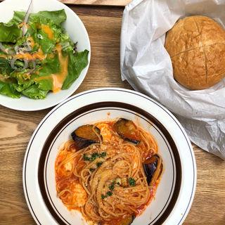 ナスとモツァレラチーズのトマトソースパスタ(ROUGH RARE )