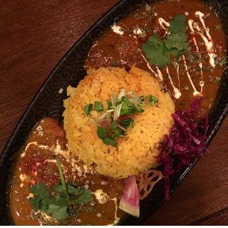 牛スジとジャガイモのマサラカレー & 根菜のスリランカチキン(Trippin Spice)
