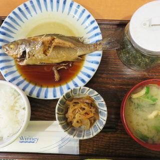 本日の魚の煮付け魚定食(マルワ食堂)