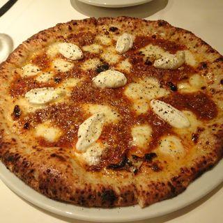 ジャージー牛のジェノヴェーゼとヨーグルトを使ったピッツァ(カンブーザ)