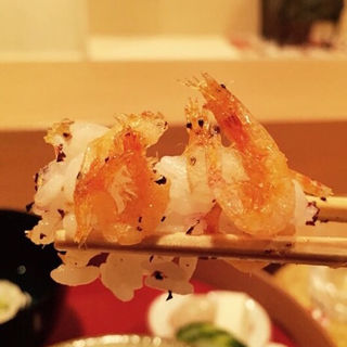 桜海老の唐揚げ載せゆかり炊き込みご飯(料理 澤)