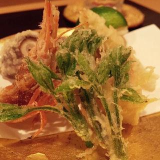 揚げ物(こしあぶら、天恵椎茸、イサキの白子、才巻海老の頭、ヤングコーン)(料理 澤)