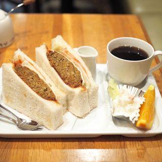 チーズ・野菜・ハンバーグサンド(コーヒー付き)(ビクトリー )