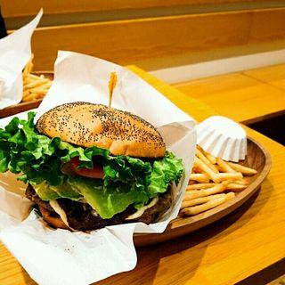 厚切りチェダーチーズアボカドバーガーセット(クアアイナ 福岡ソラリアプラザ店 (KUA`AINA))
