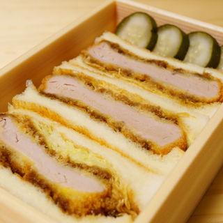 ヒレカツサンド(ランチ サラダとデザート付)(洋食・ワイン フリッツ )