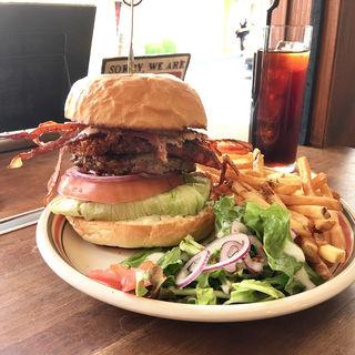 クリスピーブラウンバーガー(MEIHOKU Burger)