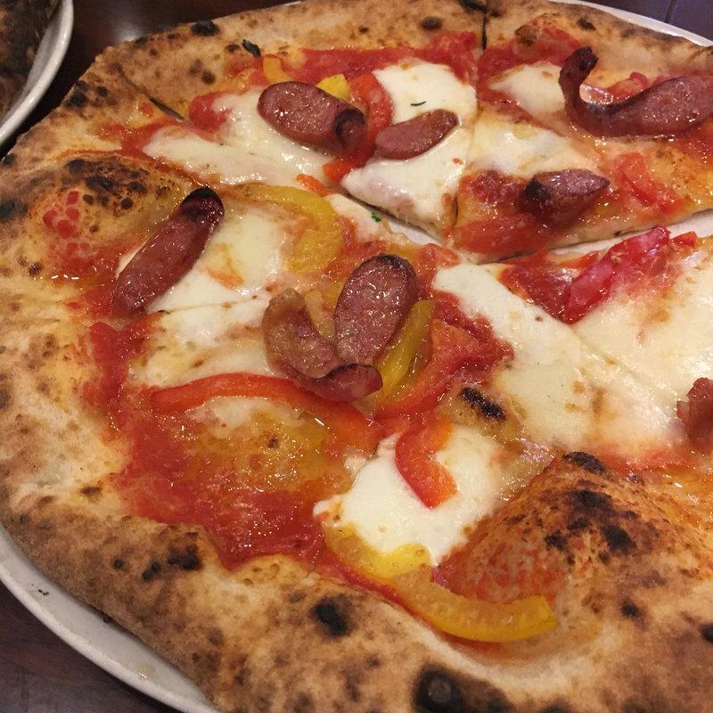 チョリソーとパプリカのピザ