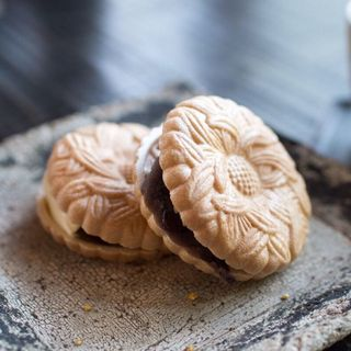 韃靼蕎麦と粒餡の最中(井上茶寮)