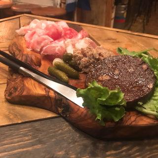 前菜盛り合わせ(肉とワイン)