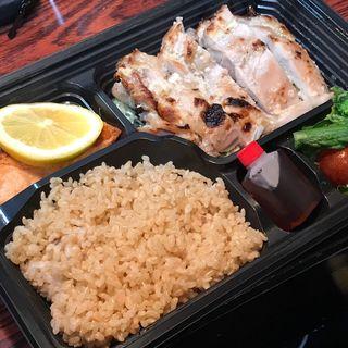鶏モモ肉の塩麹焼き+サーモン(筋肉食堂 水道橋店)