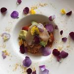 サワラのマリネと焼き茄子、アボカドの冷製トマトソース フェデリーニ(レストラン・ピウ)