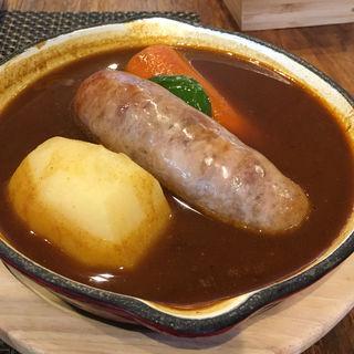 イベリコ豚のソーセージスープカリー(cafe&curry HYGGE)