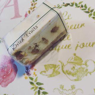 ドライフルーツのレアチーズケーキ(コガネイチーズケーキ)