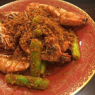 避風塘とエビとアスパラの炒め物(錦福 香港美食)