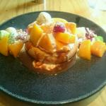 フレッシュマンゴーとフワンボワーズのパンケーキ