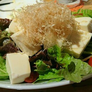 豆腐サラダ(うどん居酒屋 江戸堀)