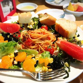 ツナと色々キノコのトマトソースパスタ(J'adore Chayamachi (ジャドール茶屋町))