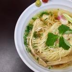 マグロ出汁の中華そば白醤油仕立