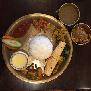 ネパールローカル料理セット(ナングロガル (Nanglo Ghar))