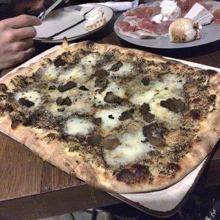 Pizzaのタルトゥーフォ(オービカ モッツァレラバー 六本木ヒルズ店 (OBIKA MOZZARELLA BAR))