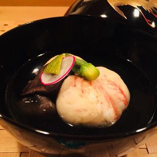 稚内産毛蟹真蒸、飛竜頭、平茸、ミニオクラのお吸い物(料理 澤)