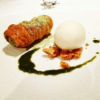 緑茶のコルネとカモミールのアイス(ル ピニョン (LE PIGNON))