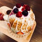 赤いベリーとキャラメルの焼き氷(カフェ ルミエール (Cafe Lumiere))